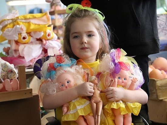 На ивановской фабрике игрушек сделали куклу специально для девочки-инвалида из Москвы
