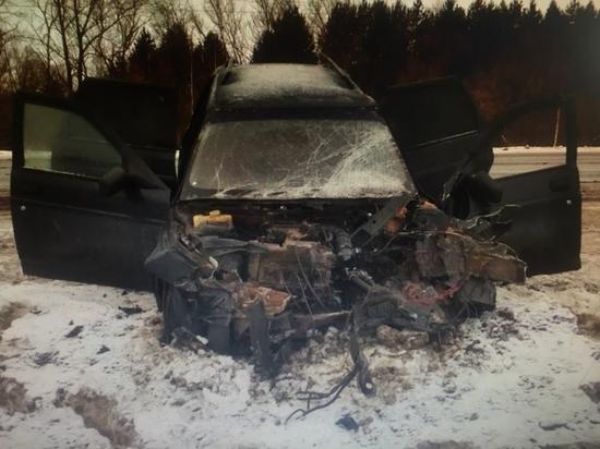 Водитель «Лады» тяжело пострадал в лобовом ДТП в Чувашии