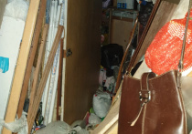 В московской квартире, доверху заполненной мусором, нашли тело мужчины