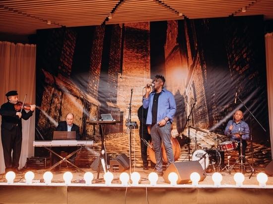 Кливленд Уоткисс выступил в еврейском центре в Жуковке