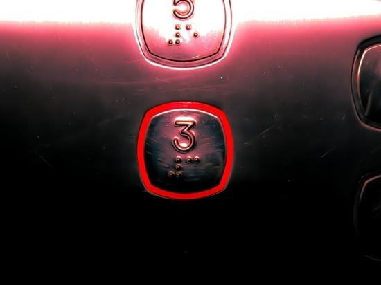 Самым заразным местом в офисе признан лифт