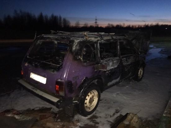 В Смоленской области прямо на заправке вспыхнула Нива