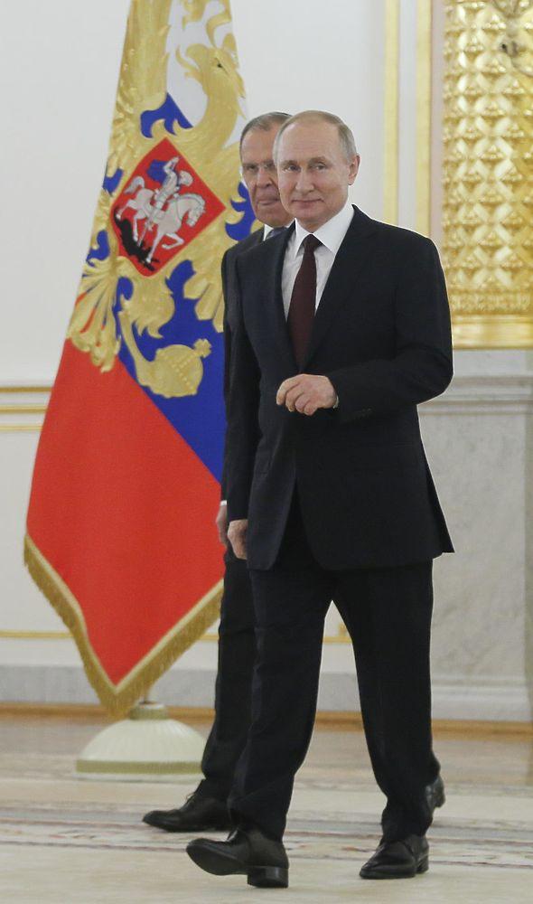 Встречу Путина с послами оттенила эффектная шведка Малена Мард: фоторепортаж