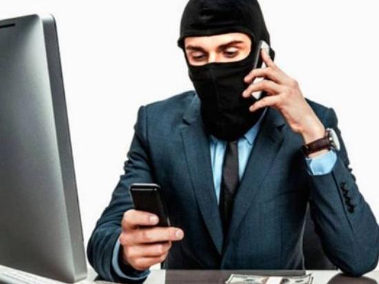 «Сотрудник» Пенсионного фонда обчистил банковский счет чебоксарки