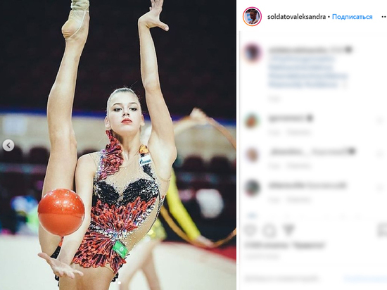 Baza: известная российская гимнастка попала в больницу с порезами на руке