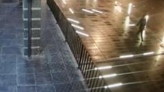Вандал с ноги громит фонари в центре Калуги