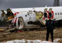По последним данным, во время жесткой посадки самолета Boeing-737-800 в аэропорту имени Сабихи Гекчен в Стамбуле из 183 человек, находившихся на борту, погибли трое