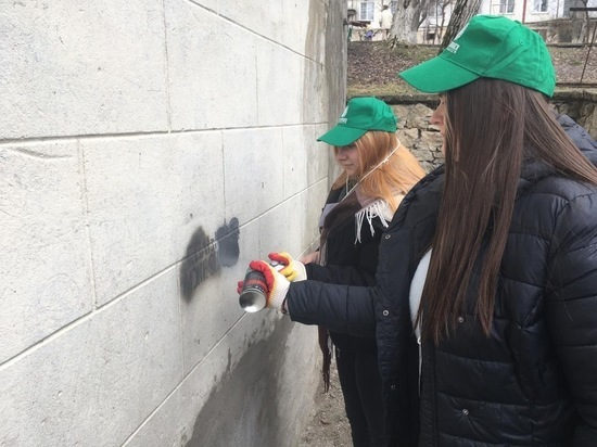 Молодежь Железноводска очистила городские улицы от рекламы наркотиков