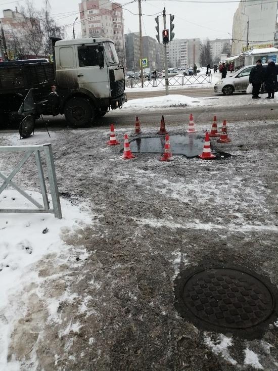 В Ярославле в снегопад начали ямочный ремонт дорог