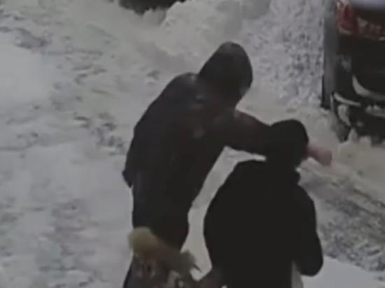 В Сургуте мужчину избили из-за парковки на глазах у сына-инвалида