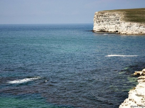 В Алуште туриста смыло волной в море