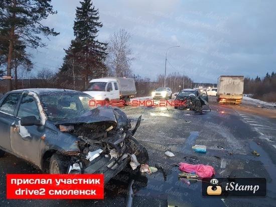На выезде из Смоленска в страшном массовом ДТП пострадал ребенок