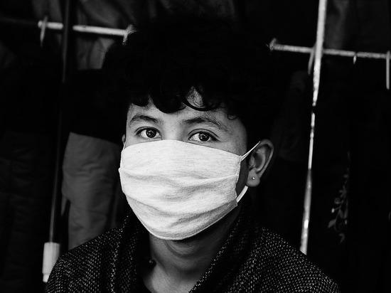 Смоленские власти контролируют цены на медицинские маски в аптеках