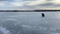 Инспекторы ГИМС замерили лед перед рыболовными соревнованиями
