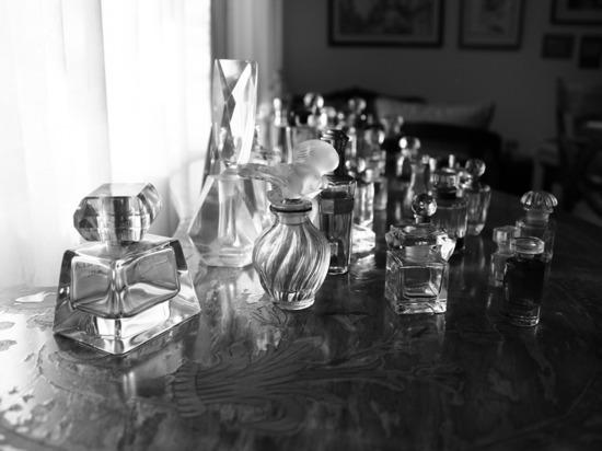 В Смоленске грабитель поживился в магазине дорогой парфюмерией