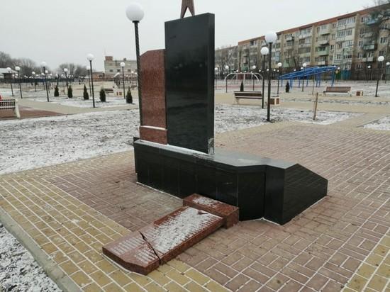 В Астрахани вандалы разрушили памятник участникам Великой Отечественной войны