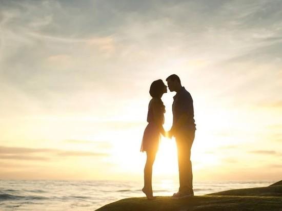 Из-за коронавируса на Тайване из фильмов начали вырезать поцелуи