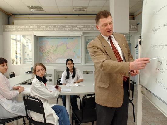 Названы регионы России, где чаще всего преподают люди старше 65 лет