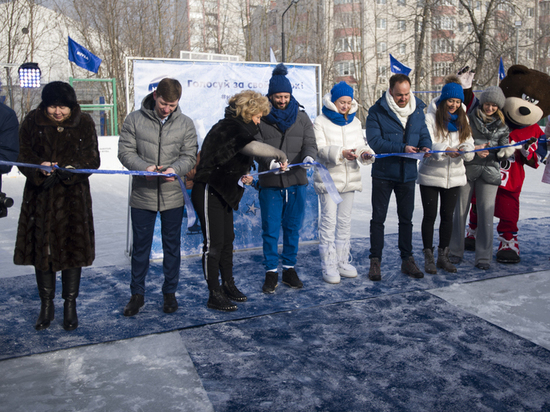 Более 500 жителей Ярославля пришли на открытие нового катка NIVEA