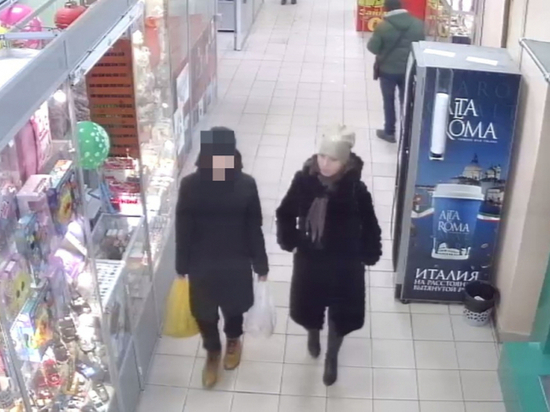 Чебоксарские полицейские ищут девушку, которая устроила шопинг на чужие деньги