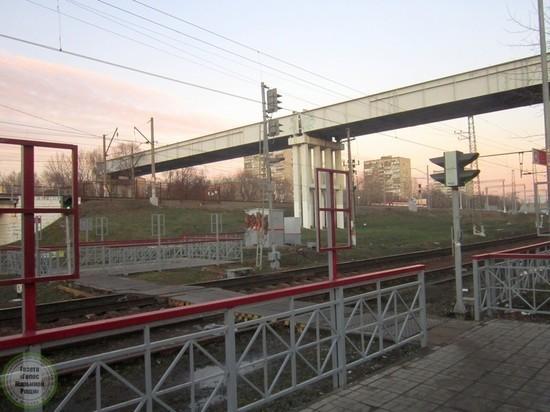 """""""Лезем под составами"""" - жители Завокзалья против моста через рельсы"""