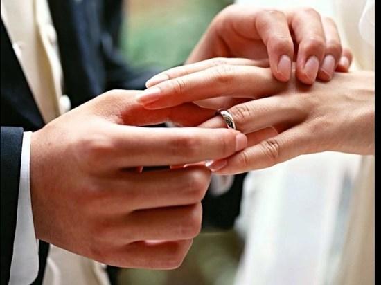 Восемь новых семей появятся в Кинешме в День всех влюбленных