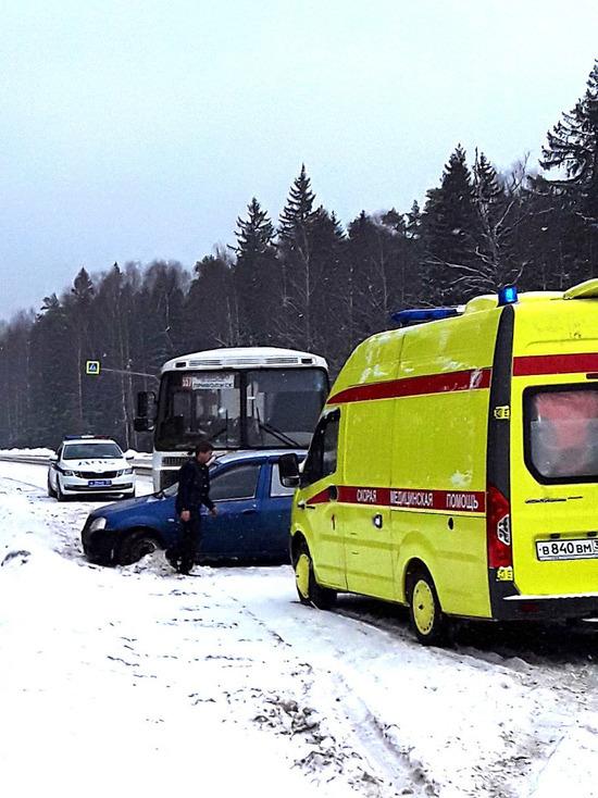 На трассе Кострома — Иваново в аварии с участием автобуса травмы получил пятилетний ребенок