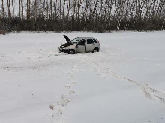 В Чувашии пьяный водитель «Калины» вылетел с дороги в кювет