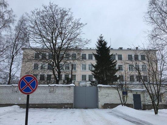 В Петербурге мать отказалась забирать из отдела пойманного с алкоголем сына