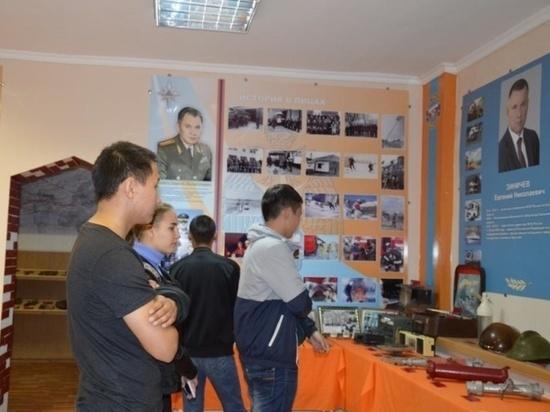 Калмыцким студентам рассказали об истории МЧС