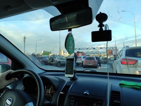 Водитель врезался в шесть стоящих машин на Витебском проспекте