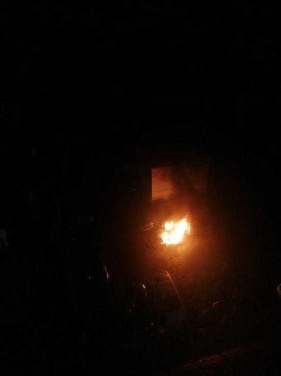 Три машины сгорели утром на проспекте Кузнецова