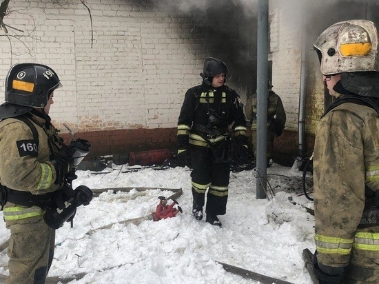 В Иванове загоревшийся цех лакокраски авиаремонтного завода тушили 44 сотрудника МЧС