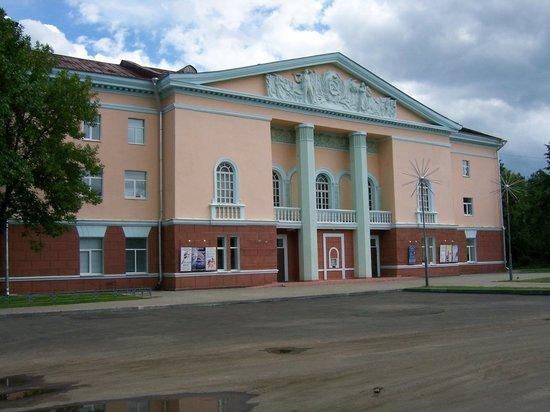 В Рыбинске местные власти хотят выменять дом культуры у владельца