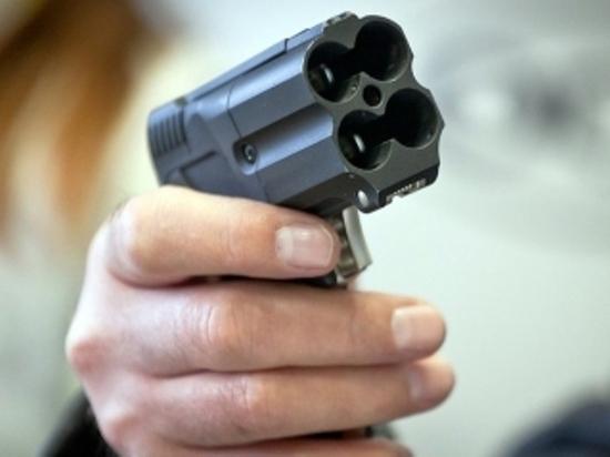 Мужчина ранил из пистолета двух молодых людей на ул.Генкиной в Нижнем