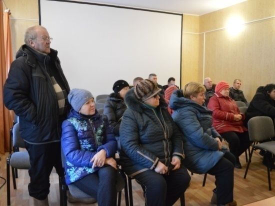 Жители деревни Лужки в Серпухове обсудили с властью свои проблемы