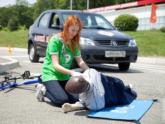 Каким образом автоледи должна оказывать первую медицинскую помощь во время ДТП