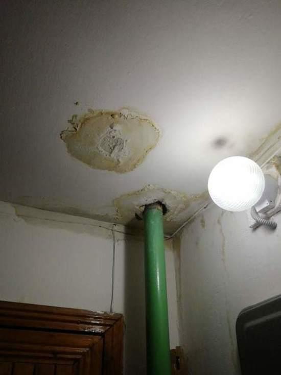 У жителей дома на Новой в Оренбурге постоянно течет крыша