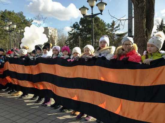 Краснодарские школьники протянули по городу 825-метровую Георгиевскую ленту