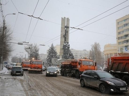 На расчистку дорог Волгограда выйдут 80 единиц спецтехники