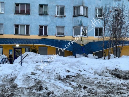 Мурманчане жалуются на падающие с крыш домов глыбы