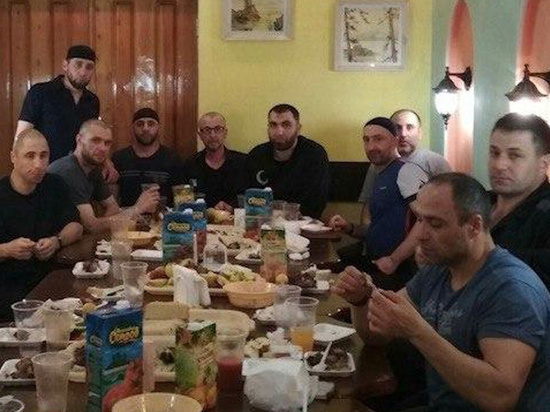 ФСИН начала проверку из-за фото застолья убийцы Немцова