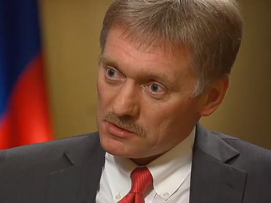 Песков удивился вопросу про фото застолья убийцы Немцова
