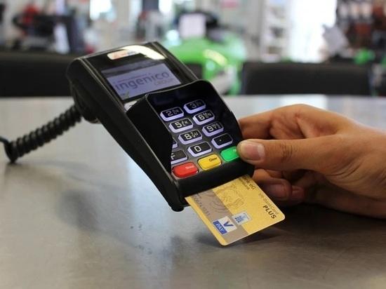 Жительница Арзамаса платила за покупки чужой банковской картой