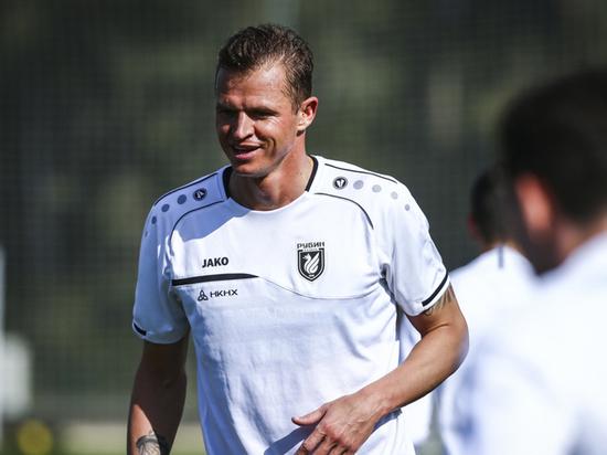 Тарасов полетел на сборы в качестве игрока казанского «Рубина»