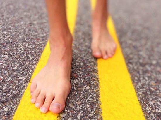 Почему все больше людей предпочитают обходиться без обуви