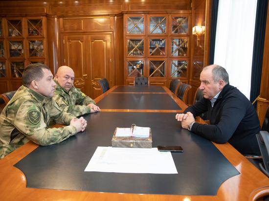 Темрезов обсудил безопасность в КЧР с руководством Росгвардии в СКФО