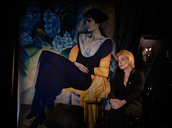 Актриса Юлия Рутберг устроила спиритический сеанс с Анной Ахматовой