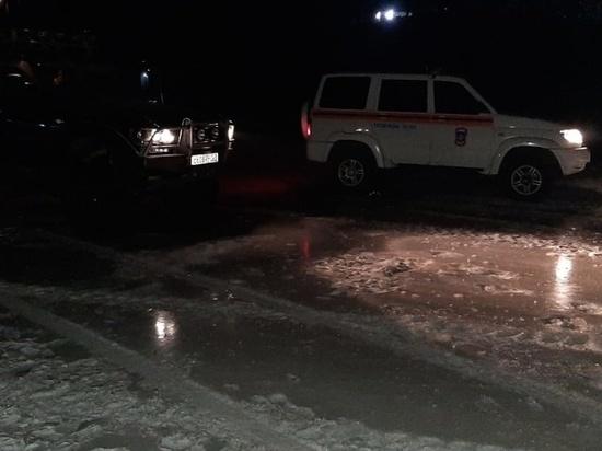 Два автомобиля провалились в полынью на Амуре у Хабаровска