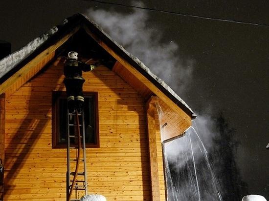 «Тревожный» звонок с сообщением о пожаре поступил на пульт единой дежурной службы региона около половины первого ночи 14 февраля